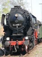 Br 52/16354/52-8195-1-beim-ankuppeln-in-schnaittenbach 52 8195-1 beim Ankuppeln in Schnaittenbach, 11.04.2009